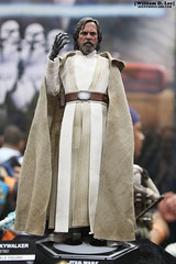 IMG_6670 (willdleeesq) Tags: comiccon comiccon2016 sdcc sdcc2016 sandiegocomiccon sandiegocomiccon2016 sandiegoconventioncenter actionfigures toys hottoys starwars theforceawakens lukeskywalker jedi
