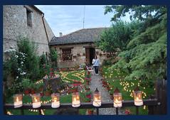 luces y flores (BONNIE RODRIGUEZ BETETA) Tags: luces velas noche pedraza rural montaas castillos medieval historia flores