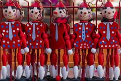 No puedo imaginar de qué se ríen (Egg2704) Tags: rastroplazasanbrunozaragoza rastro juguetes juguete madera color colores risa egg2704 wewanttobefree