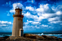 El Faro Punta da Barca. - Muxa - Galicia. (Miguel Angel SGR) Tags: faro lighthouse leuchtturm phare mar sea mere mer muxia costadamorte costadelamuerte corua espaa spain espagne espagna seascape paysage marina paisaje landscape landschaft cielo sky skyes atlantico atlantic himmel ciel galicia ocean oceano costa coast cte color colorful colors blue azu bleu clouds nubes nuages travel trips tourism turismo touring tournament tourist tour nikon nikond3000 d3000 miguelangelsgr miguelonphotography outdoor exteriores places lugares