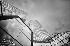 Frankfurt b&w 1 (rainerneumann831) Tags: frankfurt architektur langzeitbelichtung blackwhite linien deutschebank