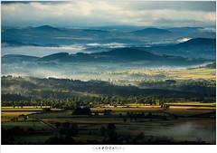 Workshop Auvergne - Light and shadow (nandOOnline) Tags: shadow fotografie heuvels sunlight workshop schaduw hills morningfog zonlicht sunrise morning mist ochtend fog frankrijk ochtendmist auvergne allgre zonsopkomst lafougeraie allgre