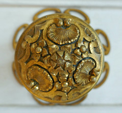 Doorpull with flower design - Hotel Subise, Paris (Monceau) Tags: doorpull pull gold metal flower design hteldesoubise archivesnationales paris