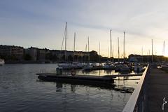 Merihaka (jannaheli) Tags: suomi finland helsinki syksy autumn nikond7200 iltaaurinko sunset auringonlasku kaunistaivas beautifulsky satama harbor meri ocean merihaka