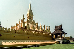 Laos : Vientiane, Pha That Luang #11 (foto_morgana) Tags: analogphotography analogefotografie architecture asia belief buddhism gold indochina laos nikoncoolscan outdoor pagoda phathatluang photographieanalogue religion stupa travelexperience vientiane vuescan