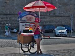 Dresden, Ticketverkuferin (bleibend) Tags: 2016 dresden tickets ticket olympus olympusomd olympusem5 omd em5 mft m43 m43cameras