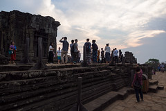 Many people (abbobbotho) Tags: cambodia angkorwat krongsiemreap siemreapprovince kh