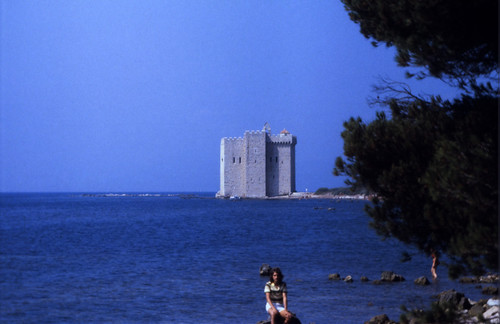"040F Île Saint-Honorat • <a style=""font-size:0.8em;"" href=""http://www.flickr.com/photos/69570948@N04/15829290022/"" target=""_blank"">View on Flickr</a>"