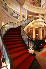 Grand Staircase in Main Lobby (Procyon Systems) Tags: queenmary2 cunard transatlantic slowtravel queenmary2remastered