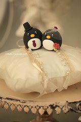 Penguins MochiEgg wedding cake topper (charles fukuyama) Tags: wedding weddingcaketopper cakedecoration ringpillow handmadecaketopper custom claydoll sculpted weddingceremony cakedesign manchot pingino  bridalbirdcage