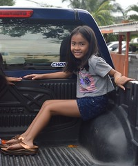 pretty girl in the back of a pickup truck (the foreign photographer - ) Tags: girl truck portraits thailand nikon shoes pretty bangkok pickup mothers lard bang bua khlong bangkhen d3200 phrao jul102016nikon