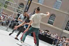 Compagnie Dyptik - D - Construction (c) Henry Krul (2) (Henry Krul) Tags: dance construction outdoor d henry op hip hop dans krul deventer straattheater streettheatre 2016 stelten dyptik