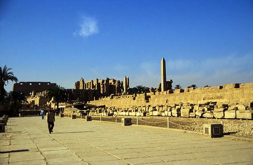 "Ägypten 1999 (311) Karnak-Tempel: Tempel  des Amun-Re • <a style=""font-size:0.8em;"" href=""http://www.flickr.com/photos/69570948@N04/28260187723/"" target=""_blank"">View on Flickr</a>"