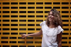 Buscando el tesoro. Amarillo. (Carmen T. Chaguaceda) Tags: retrato amarillo mujeres juegolvm jackietesoro