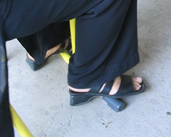 dmar2 (J.Saenz) Tags: feet foot pies fetichismo podolatras dedo toe pedicure nail ua polish esmalte sandals sandalias zapatos shoes tacones heels tacos tacchi schuh scarpe shoefetish bajo low flat flats kitten loafers shoeplay pintada toenail pieds mujer woman robadas robada candid candids