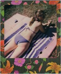 L. (Martin PEREZ 68) Tags: summer sol de polaroid piscina sunbath bikini verano instant t bao piscine impossible instantan baindesoleil 635cl polaroid635cl instantfilmcolor impossibleproject