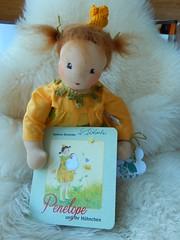Prinzessin Penelope_12052016_Buch (Puppenhandwerk Prsch) Tags: handmadeclothdoll clothdoll organicdoll waldorfdoll steinerdoll prinzessinpenelope danieladrescher urachhaus companiondoll dollmaker dollmaking