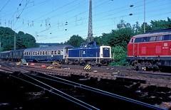 212 138  Heilbronn  27.06.86 (w. + h. brutzer) Tags: heilbronn eisenbahn eisenbahnen train trains railway deutschland germany diesellok dieselloks lokomotive locomotive zug 212 v100 db webru analog nikon
