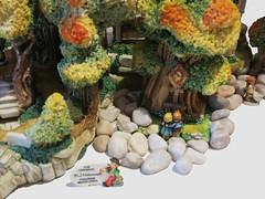 0013 (weewonwon) Tags: miniatures bavarian marketsquare hummel bavarianvillage goebel bavarianalps olszewski mihummel hummelfigurines miniaturefigurines kinderway