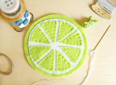 E costure todos para finalizar! Fcil, n? (BoniFrati) Tags: cute diy craft felt feltro coaster tutorial pap molde bonifrati portacopos