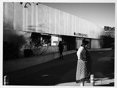 BW scottsdale 1040014 (m.r. nelson) Tags: arizona urban blackandwhite bw usa southwest america streetphotography az scottsdale urbanlandscape artphotography negroyblanco mrnelson newtopographics nbiancoenero schwarzaufweis noirsurblanc markinaz