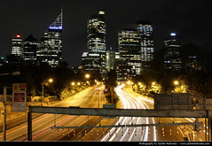 Skyline seen from Art Gallery Road @ Night, Sydney, Australia (JH_1982) Tags: road new city light art luz skyline wales night dark lights noche highway gallery glow cityscape darkness m1 nacht lumire south sydney australia nsw glowing cbd expressway australien eastern nuit notte dunkel beleuchtung australie  cahill distributor    beleuchtet leuchten         sdney