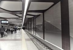 La pazienza di attendere... (rana63...) Tags: station metro sofia bulgaria luci stazione treno metropolitana orari ligths binari stazionecentrale passeggeri