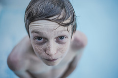 Swimming pool 2016 (PaxaMik) Tags: summer portrait bokeh bleu swimmingpool contraste summertime freckles t piscine nageur tachesderousseur chlore frenchportrait