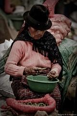 Mujer ecuatoriana. (photo.okamura) Tags: mujer ecuatoriana roberto okamura photookamura fotografo sulamerica americadosul quito trip job trabalho documentario fotojornalismo foto jornalismo arte