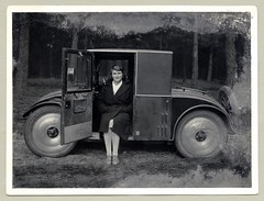 Hanomag 2/10 PS (Raymondx1) Tags: vintage classic black white blackwhite sw photo foto photography automobile car cars motor hanomag kommissbrot hanomagkommissbrot hanomag210ps 1930s thirties woman lady woolencoat silkstockings