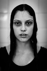 Wet hair (Erik Nardini) Tags: portrait blackandwhite wet water girl canon dark hair blackwhite agua aqua noir noiretblanc retrato 50mm14 garota lydia molhado eriknardini lydiajaniscaldana