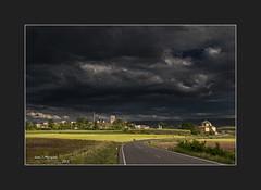 HINOJOSA DE JARQUE.-TERUEL Tarde de tormenta (Juan J. Marqués) Tags: de rustico cielo nubes atardeceres teruel pueblos hinojosa jarque