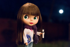 "149/365 ""I'm going to look at the full moon!"" (jenniferabe) Tags: pudding fullmoon blythe rement bl rosiered 149365 squeakymonkeyjeans 365blythe blahblahbeaniesscarf"