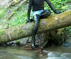 IM005285 (hymerwaders) Tags: wet river high boots thigh fluss overknee lack nass patent stiefel