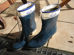 halbhohe blaue Gummistiefel in 40 (yvonne_2.0) Tags: worn welly wellies smelly galoshes rubberboots gummistiefel gumboots rainboots regenstiefel