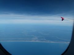 Cu, terra e mar (IgorCamacho) Tags: ocean blue sky nature azul brasil clouds airplane landscape mar view earth natureza paisagem cu cielo nubes nuvens vista avio terra oceano