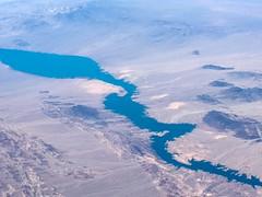 Lake Mojave marks the Nevada-Arizona border (Matt McGrath Photography) Tags: arizona unitedstates nevada flight aerial coloradoriver alaskaairlines willowbeach lakemojave
