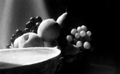 Natureza morta | Still life | Nature morte | Natura morta | Naturaleza muerta |  (Antnio Jos Rocha) Tags: bw stilllife luz mono natureza melancia teste frutos uvas composio peras monocromtico cesto naturezamorta pssegos