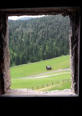 Veduta dal castello di San Martino in Badia (Armando Moreschi) Tags: sanmartinoinbadia dolomiti valbadia veduta prato baita montagna armandomoreschi sudtirolo sudtirol altoadige foresta gadertal