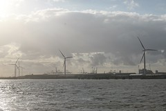 Gravesend (Sin Herbert) Tags: gravesend uk power plant industry town river rio thames canon 5d 50mm poder generators wind farm viento londres ru
