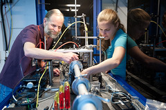 Experimental Station 6-2 (SLAC National Accelerator Laboratory) Tags: departmentofenergy johannanelson miketoney slacnationalacceleratorlaboratory ssrl stanforduniversity beamline62 people science xraymicroscope
