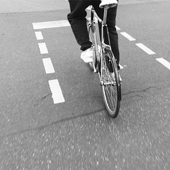pole position #sundayride #berlincycles #startinggrid #fixie #blackandwhite #niceride (BERLIN CYCLES) Tags: berlin berlincycles speedbikes fixies hipster fixedgear