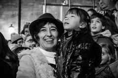 Mujer con sombrero y niña [Explore] (BuRegreg) Tags: street city urban calle spain streetphotography ciudad explore urbana streetphoto albacete spania castillalamancha callejera 2015 navidad2015