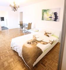 40er Astoria Schlafzimmer (Glandon) Tags: beige sthle kronleuchte hirschbettwsche marmoesstisch hirschkissen