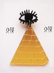 BRINCO OLHO DE HORUS (SuperFreaka) Tags: africa wings afro dourado horus olho asa swag brincos egito piramide acrilico diferentes etnico bijuterias streetstyle cortealaser