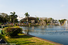 Rizal Park, Sunday afternoon (stevenkeating58) Tags: park people fountain gardens philippines manila malate rizalpark