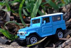 Unterwegs im Dschungel - Toyota Land Cruiser F J40 (borntobewild1946) Tags: toyota mattel matchbox dschungel offroader djungel modellauto geländewagen djungle toyotalandcruiserfj40 landcruiserfj40 dschungelpfad allradler vierradantrieb copyrightbyberndloosborntobewild1946 djungelpfad