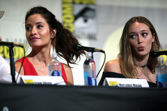 Mercedes Mason & Alycia Debnam-Carey (Gage Skidmore) Tags: dave erickson alpert greg nicotero robert kirkman gale anne hurd colman domingo kim dickens cliff curtis frank dillane mercedes mason alycia debnam carey lorenzo james henrie danay garcia fear walking dead amc san diego comic con international california convention center