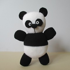 Oreo Panda (Knitting patterns by Amanda Berry) Tags: panda pandas toy toys knit knits knitted knitters knitter knitting pattern patterns oreo black white bear oreos handmade hand crafts craft crafting making makers ravelry amanda berry fluff fuzz
