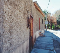 Valle del Elqui (ManuSotomayor) Tags: streetphotography coquimbo latinamerica southamerica road wall house architecture street valledelelqui chile